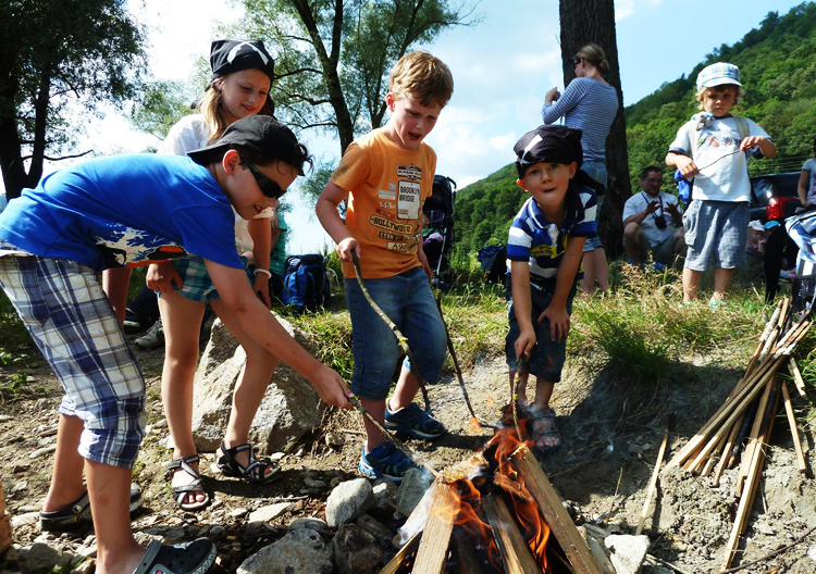Familienurlaub in Österreich: Lagerfeuer