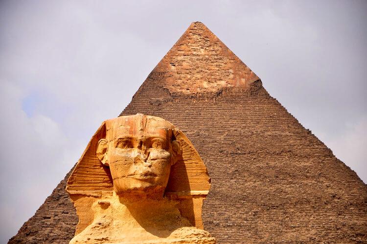 Die Pyramiden von Gizeh mit der Sphinx